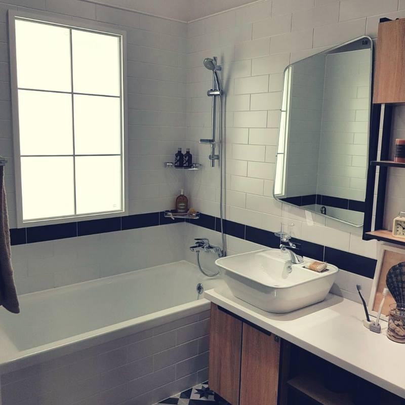 CRS Blanco Matt 75x150mm_Stiles_Lifestyle_Image