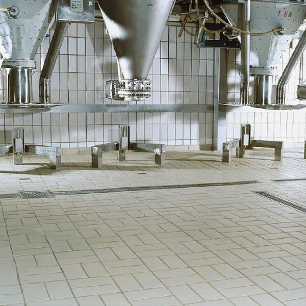 Agrob B Ferrum Grey Beige 125x250mm_Stiles_Lifestyle_Image2