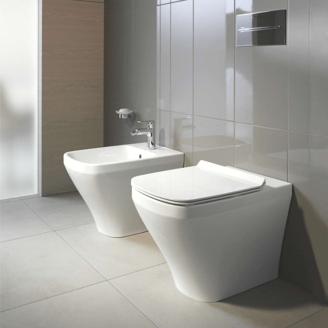 006379 DuraStyle SoftClose Toilet Seat and Cover_Stiles_Lifestyle_Image