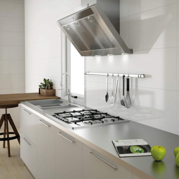 Pris Blanco Gloss 300x600mm_Stiles_Lifestyle_Image
